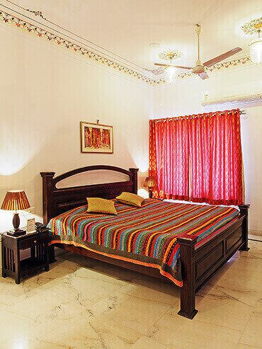 Budget Accommodation in Udaipur Near Lake