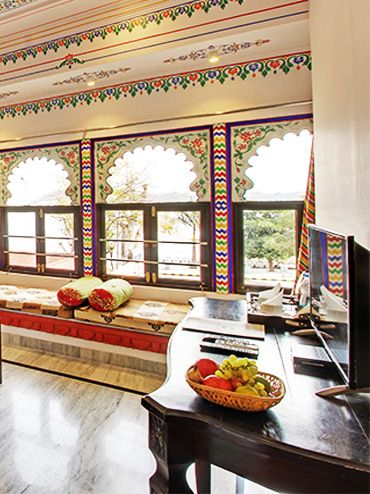 best lake view hotels in udaipur