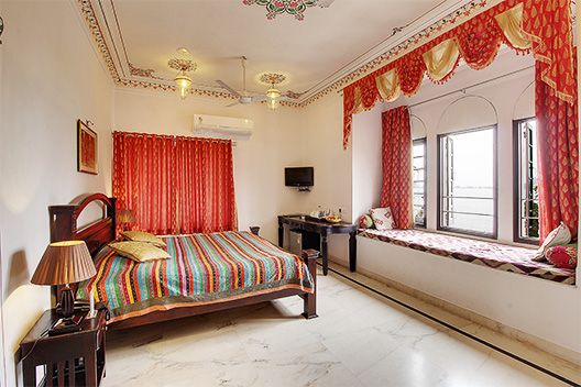 Budget Hotels In Udaipur Near Lake