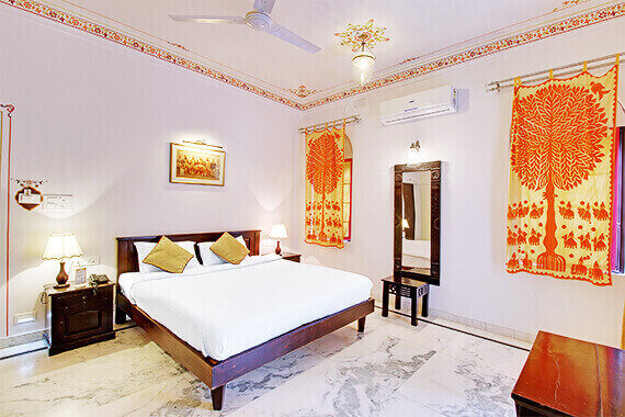 Luxury hotels near fateh sagar lake